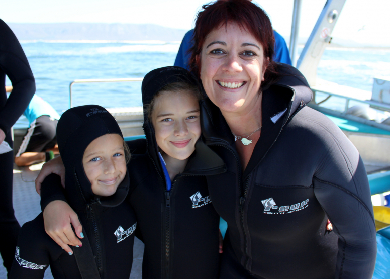 Shark Cage Diving with Chauffeur driven RETURN trip from Cape Town image 3
